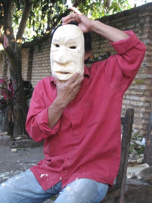 José Escobar, tallador paraguayo. Foto