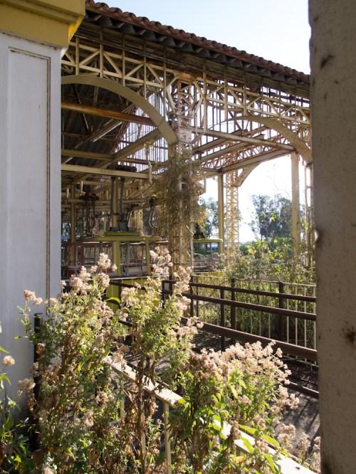 Antiguo teleférico del Parque de la Ciudad abandonado. Foto