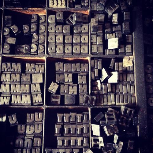 Los pósters son impresos en una imprenta tradicional de Lanús. Foto