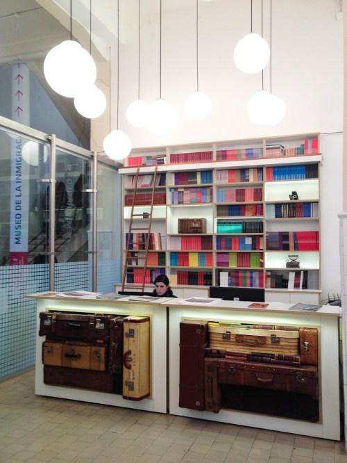 Librería de publicaciones de la Universidad Tres de febrero. Foto