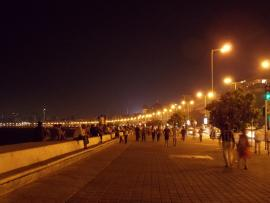 Attraction beyond words! An aerial view of Marine Drive. (Photo: Internet source, under GNU free documentation license)