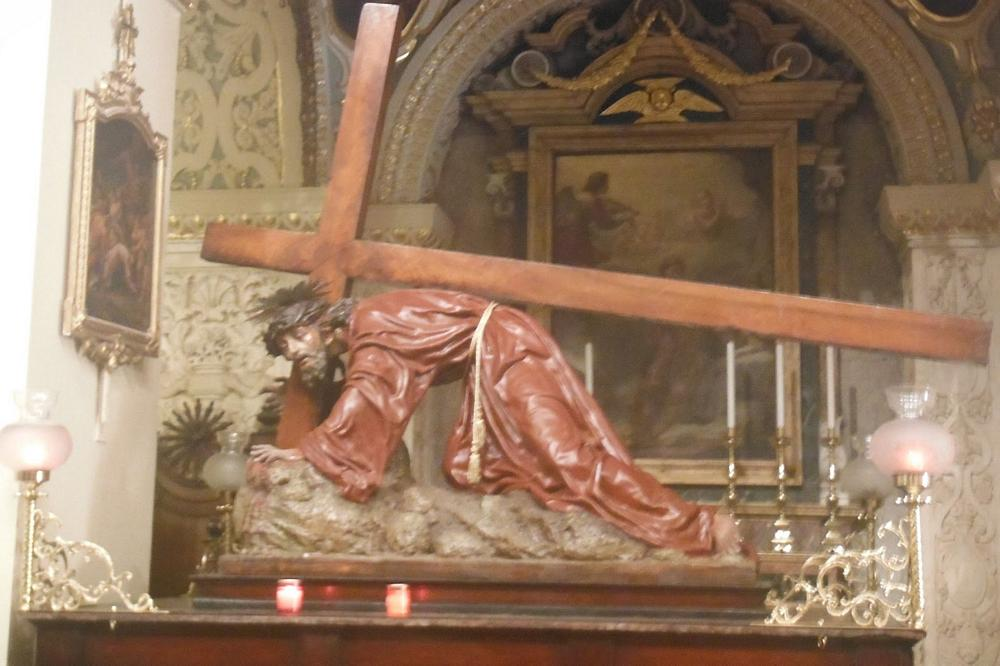 md12-statue-of-christ-in-one-of-his-falls-on-the-hill-to-calvary