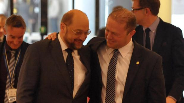 martin-schulz-(left)-with-maltese-pm-joseph-muscat