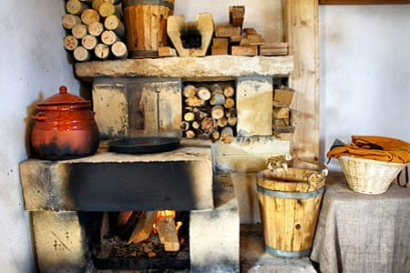 MalDia 12  (17-12-14) The Inn's well-stocked fuel supply and cooking stove