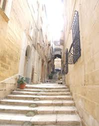 Down into the depths of Valletta.