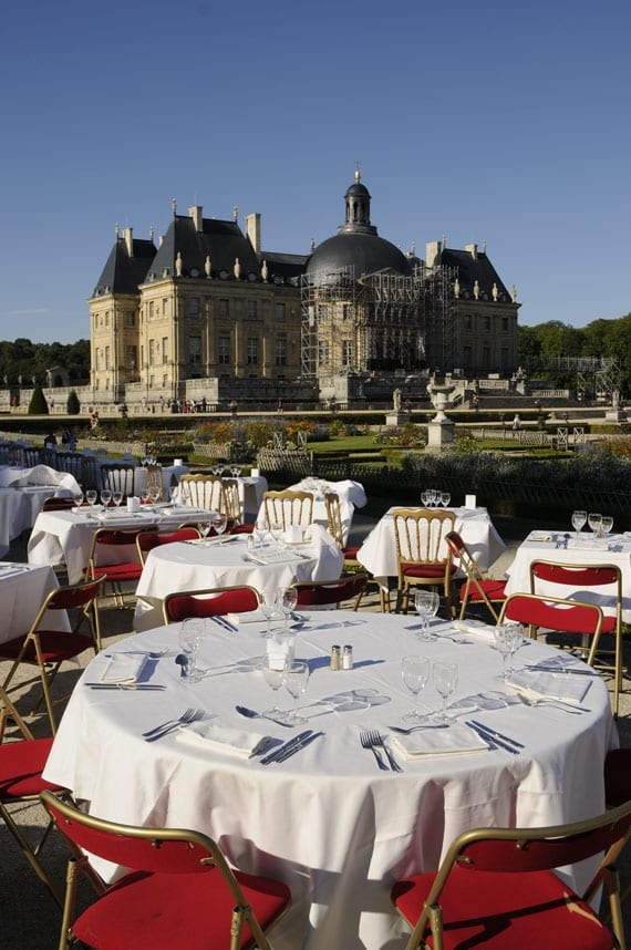 Summer restaurant terrace at Vaux-le-Vicomte