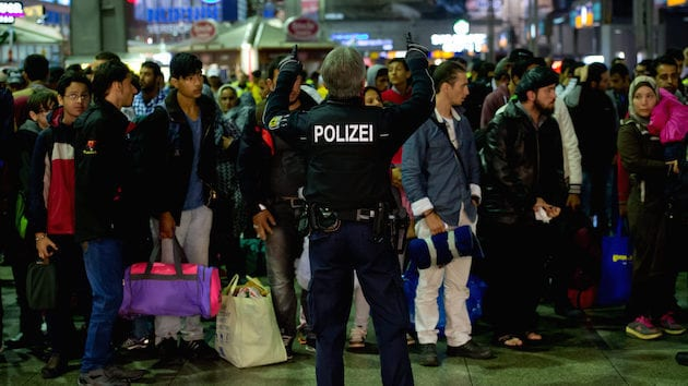 MalDia Germany closes its borders with Austria and suspends Schengen