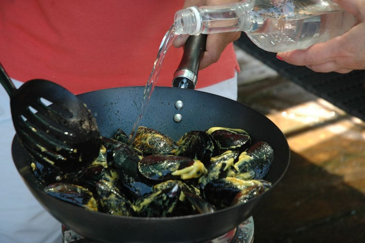 Cooking mussels with Tsipouro