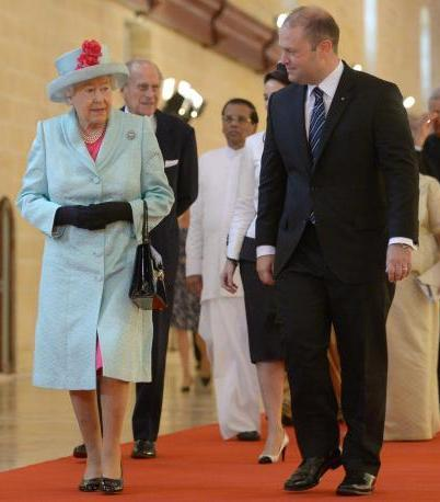 Queen Elizabeth with Maltese PM Joseph Muscat on her way to open the 24th CHOGM Summit.