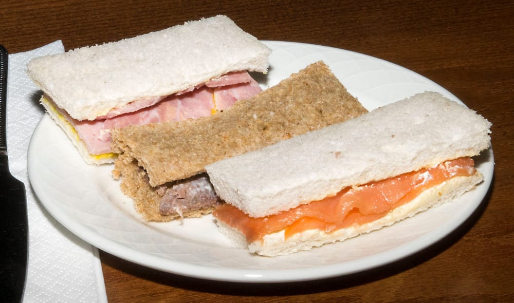 Sandwiches-with-the-crusts-cut-of