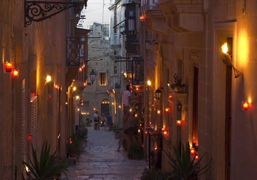 narrow-lanes-and-alleys-reeking-of-a-historic-past