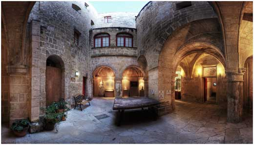 the-internal-courtyard-of-the-inquisitors-palace