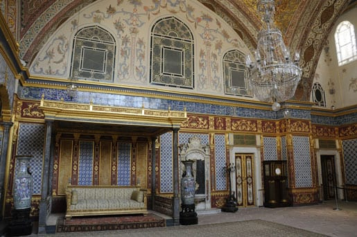 Sultan-room-inside-the-Harem-of-Topkapi-Palac