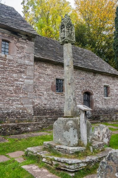 the-churchyard-cross