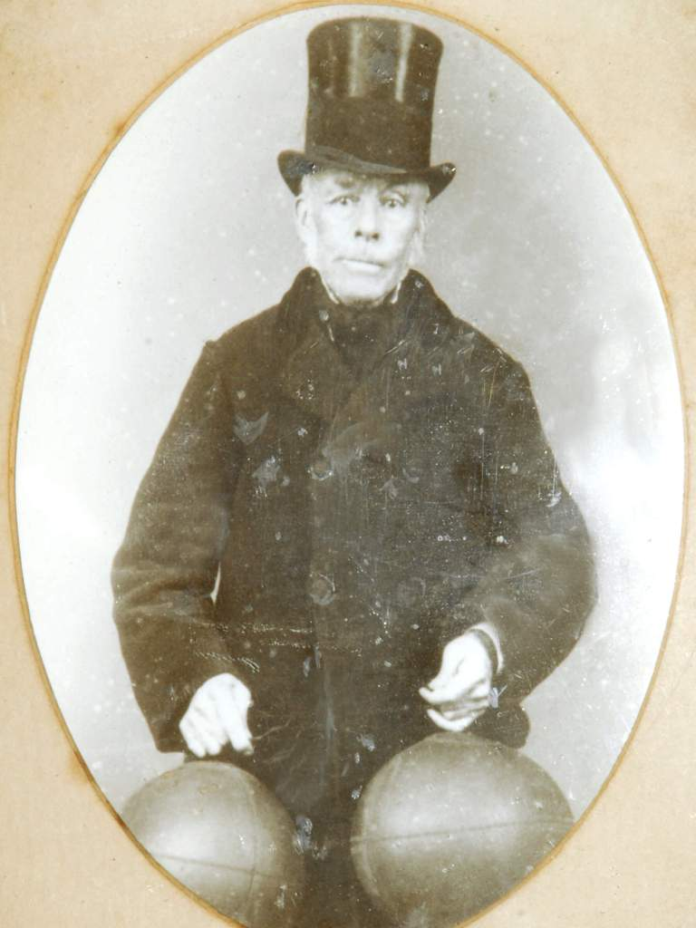 Pic Richard Lindon inventor of the rubber bladder