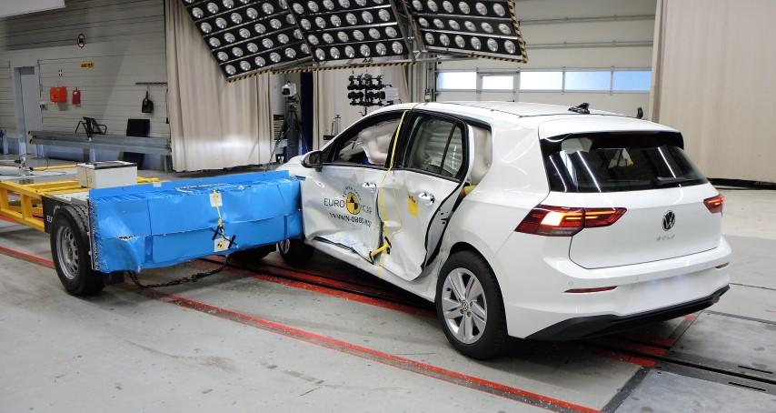 Euro NCAP VW Golf with spragged rear door