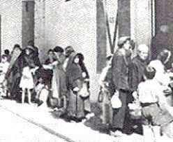 MalDia Its and the Maltese population queues up for its portion of gaxin food swill of naval ship leftovers