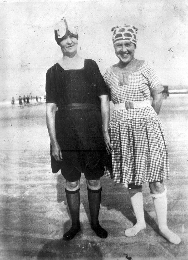 MalDia Saucy female bathing costumes in the s