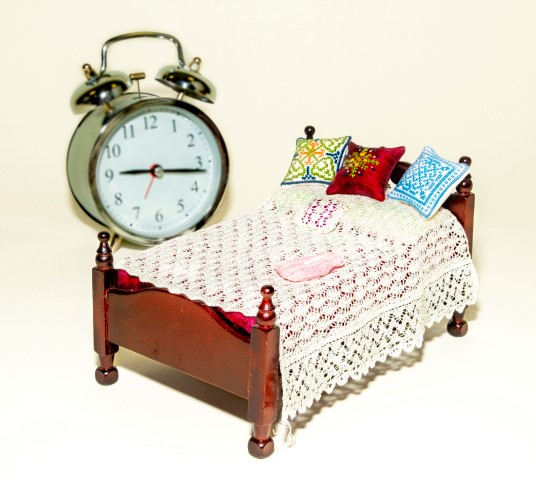 Pic Bedding by Mi Knit Ure cushions by WHB Miniatures