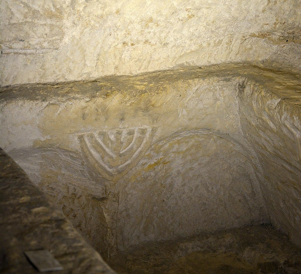MalDia A Jewish tomb at St Pauls Catacombs