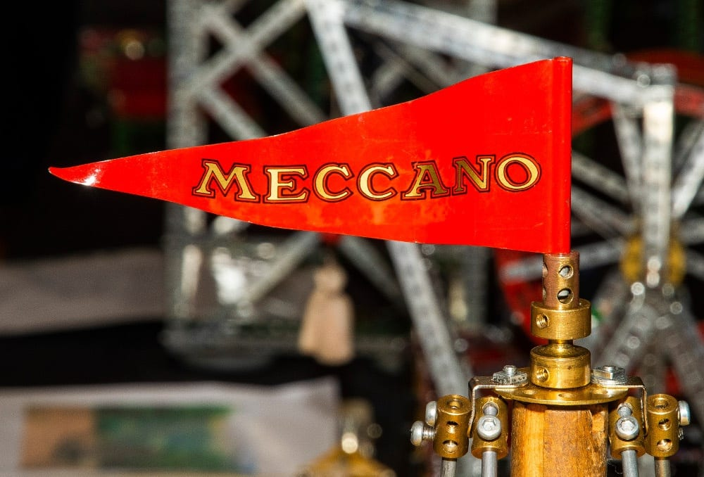 Pic Hoisting the flag for Meccano