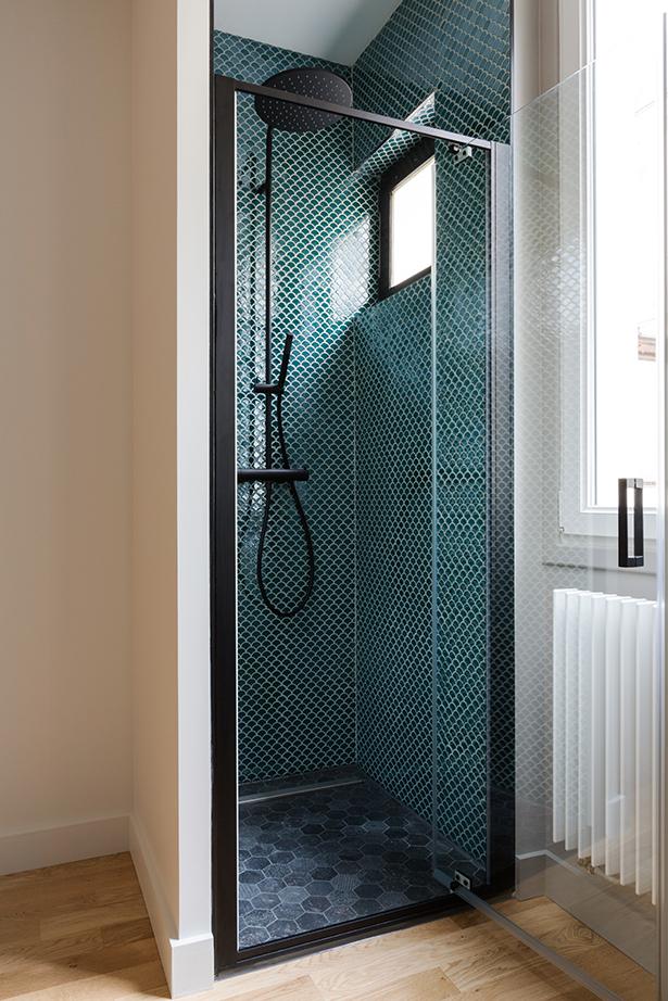 chambre-douche-4-appartement-luxe-paris