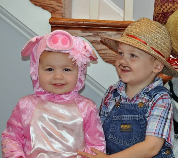 Liam and Sloan Tighe_Pig and Farmer