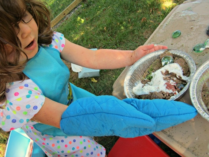 Transporting the Kids Mud Pie at the Messy Playdate at B-InspiredMama