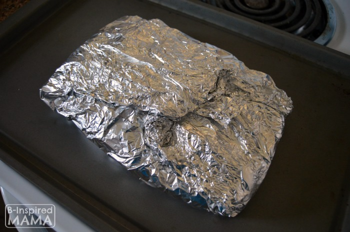 Wrap it Up Tight in Foil - Simple Turkey Fajitas Foil Packet Recipe at B-Inspired Mama