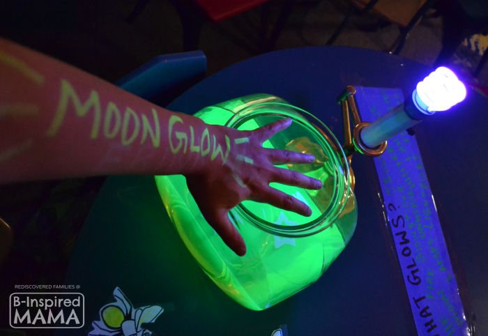 Fun and Easy Kids Activities that GLOW - Safe Glowing Body Art - at B-Inspired Mama