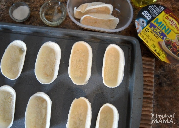 Preping Our Old El Paso Mini Soft Tortilla Taco Boats for Our Game Day Chili and Cheese Boats - at B-Inspired Mama