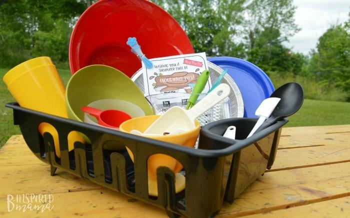 DIY Mud Pie Making Kit + A Free Printable Gift Tag - at B-Inspired Mama