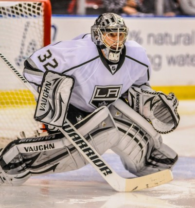 Jonathan Quick knees together