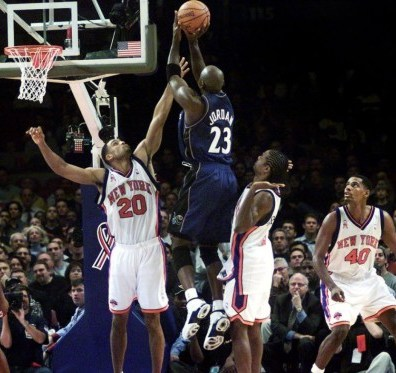Michael Jordan au shoot pour les Washington Wizards vs New York Knicks (c) Getty