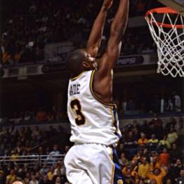 Dwyane Wade au dunk - Marquette (c) Marquette University Archives