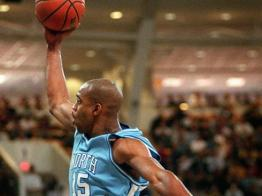 Vince Carter au panier - North Carolina (c) AP