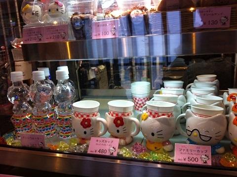 姫路 みゆき通り キティちゃんcafe ショーウィンドウ
