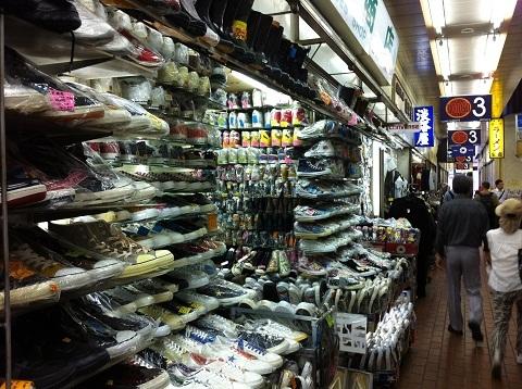 神戸元町高架下 日本一の靴屋さん