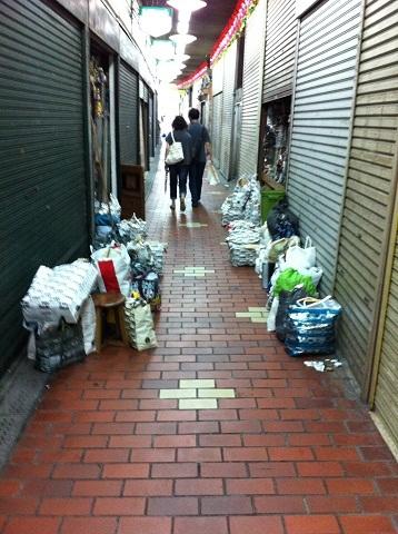 神戸元町高架下 商品?