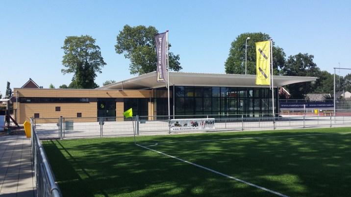 Sportcomplex met uitzicht op het voetbalveld