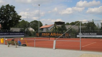 tennisbaan op het sportcomplex