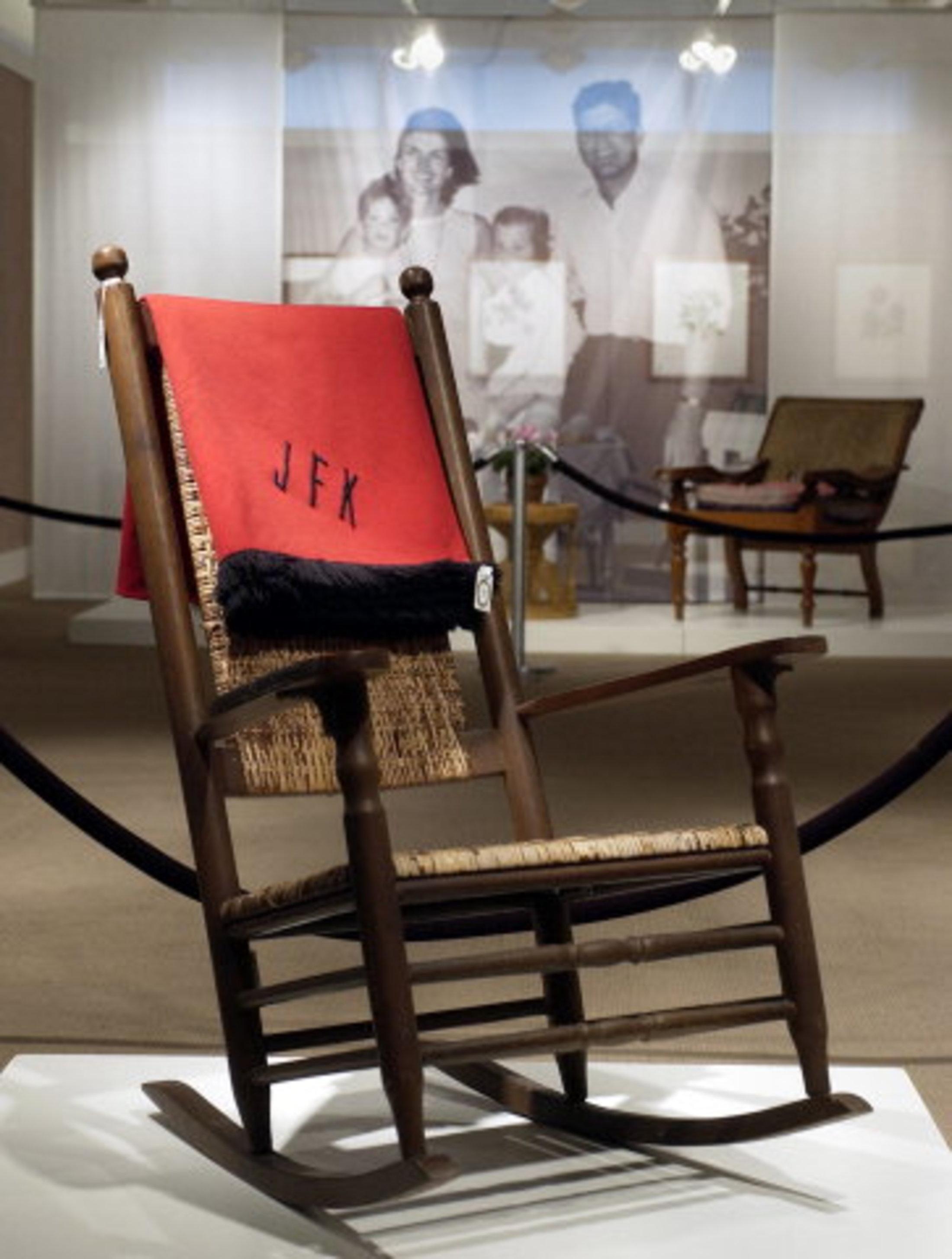 jfk rocking chair wheelchair design kennedy klanen sælger ud kultur b dk