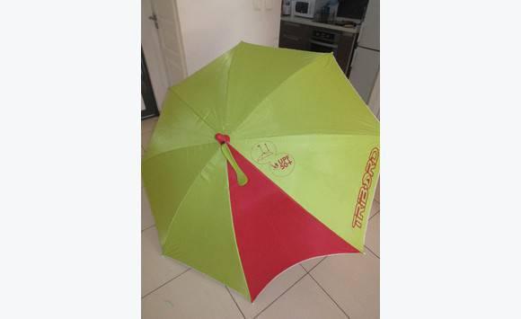 image de plage parasol uv plage decathlon