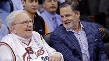Billionaire Warren Buffett watches buddy LeBron at Cavs-Hornets ...