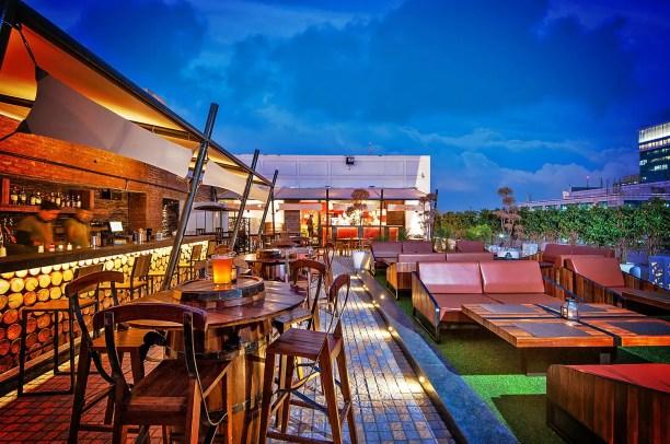 Soi 7 Pub & Brewery, DLF Cyber City, Gurgaon