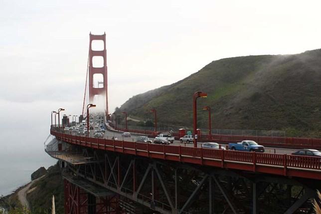 霧の中のゴールデンゲートブリッジ (Golden Gate Bridge in the fog)