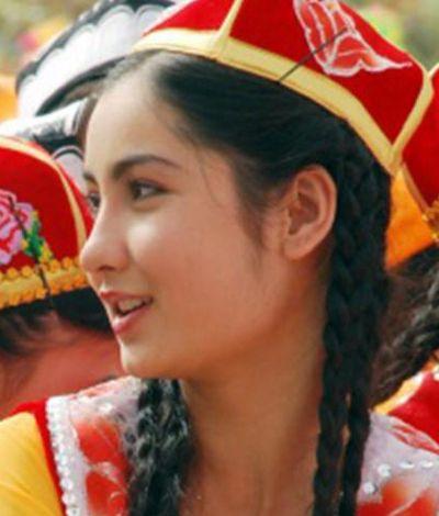 娶個維吾爾族美女!?有沒有維吾爾族大陸新娘介紹? | 幸福門婚姻介紹