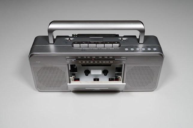 AudioComm USBラジカセ RCS-SU950R ハンドル持ち上げ カセットドア開け