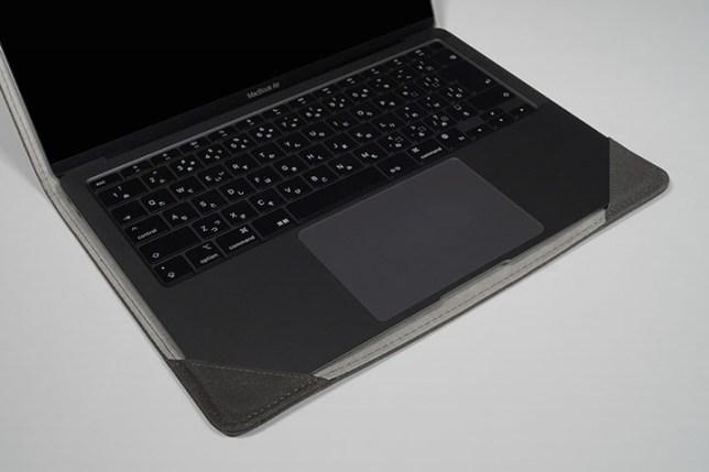 KOOL RIVER MacBook Air 13.3インチ用 手帳型 レザー ケース/カバー 着けた状態
