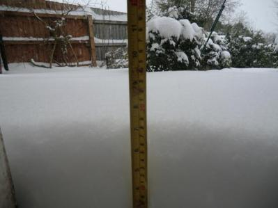 Andy Cortez - 6 inches of snow in Rednal